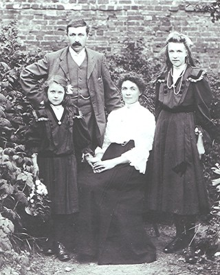 The Hyde family | Geoff Webb