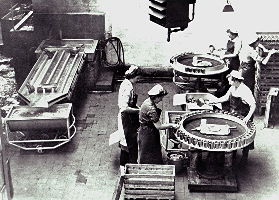 Filling jam tins at Russell Harborough's facory, Redbourn