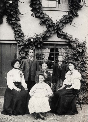 The Keep family of The Duke William PH | Hertfordshire Archives & Local Studies
