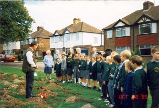 Planting bulbs at Cambridge Road