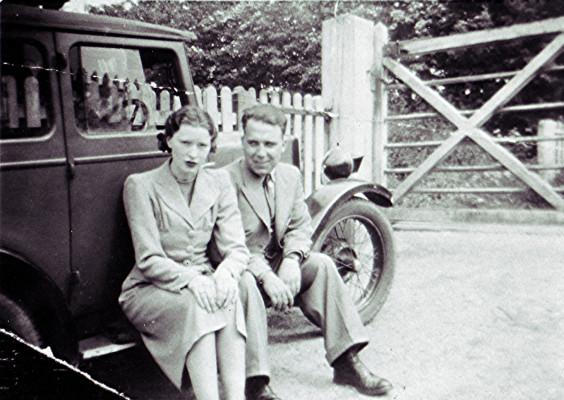 Leslie & Nancy Hoare | Geoff Webb