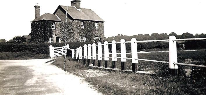 Cottages at Luton Lane   Geoff Webb