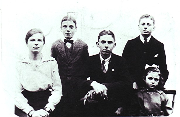 Left to right: Laura 'Dolly', Ernest, Robert, Cecil and Edith. | Geoff Webb