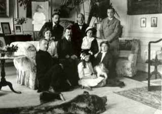 Michael, Natasha, Tata & friends in the White Drawing Room | Knebworth House Archives