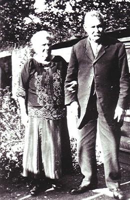 Mr. & Mrs. Hunt | Geoff Webb
