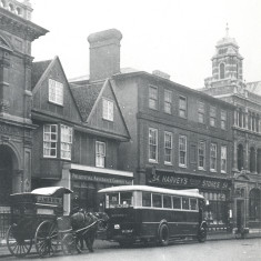 This photograph, taken in 1928, shows Wren's Baker's cart and the Bengeo bus outside the original Post Office building (to the east of the new post office) it had by then been taken over by the Prudential Assurance Co. | Hertfordshire Archives and Local Studies, Ref: Neg.81/AC/2A