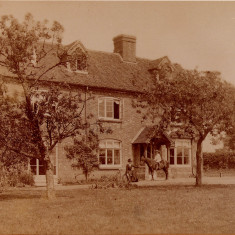 Forster outside Rooks Nest as a boy | Stevenage Museum (PP524)