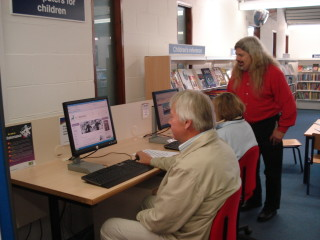 Visitors browsing the websites | Hoddesdon Library
