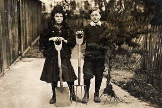 Norah Clark and Bob Westaway at Arbor Day, 8th March 1913 | First Garden City Heritage Museum