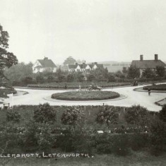 Sollershott Circus c.1912 | First Garden City Heritage Museum (ref. FGCHM 2011.41.14)