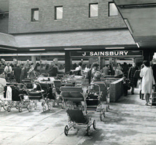 The very popular opening of Sainsbury's, May 14th 1974 | © The Sainsbury Archive, Museum of London Docklands