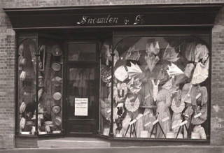 Snowden & Co. Drapers, c. 1908.This early Letchworth shop opened in Station Road in 1907 but shut in 1911.