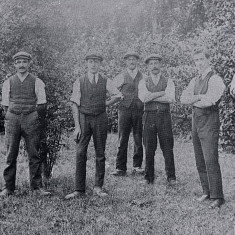 Outdoor Staff at Green End House, Munden, 1913 | Hertfordshire Archives and Local Studies, Protected Valley