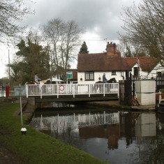 Three Horshoes Pub at Winkwell with horses crossing on the swingbridge | Ian Phipps