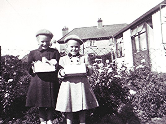 Pam and Christine Scrivener | Geoff Webb