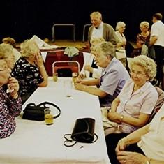 Left to right: Joan Peck, Eileen Austin, Annie, Edna & Irene Fensome, Mick Day (rear), Evelyn Austin, Peg Field | Geoff Webb