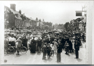 Crowd gathered in the High Street | Hoddesdon Library local studies collection