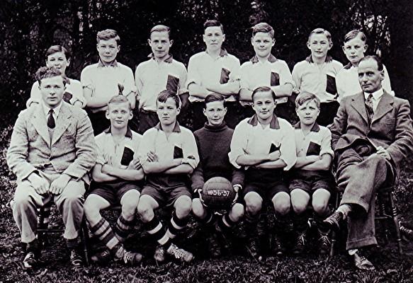 Boys School Football Team   Geoff Webb