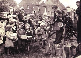 Evacuees' Arrival | Geoff Webb