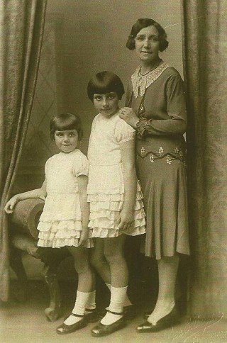 Mabel with daughters Doris and Irene | Family photograph