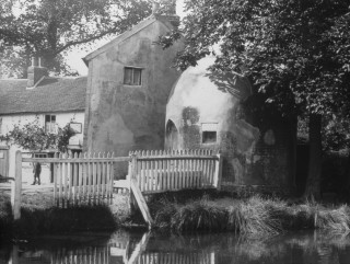Shenley Village Pond & Lock Up | Hertfordshire Archives & Local Studies