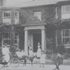 Boucher Family, Springfield, Barley, 1904 | Hertfordshire Archives and Local Studies, Barley Village