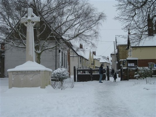 Church gates  and war memorial, Sawbridgeworth   Susi Smith