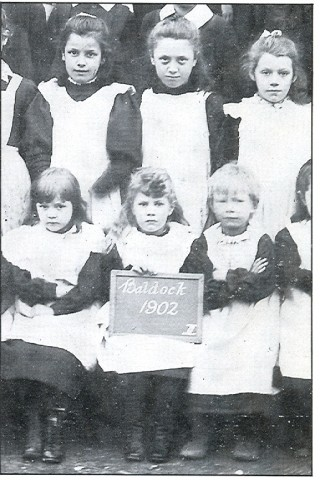 Local school children in 1902 | Photograph taken from Baldock Voices : The town as remembered by Baldock People in conversation with Edna Page and Nora Penfold. Published by Egon Press 1991
