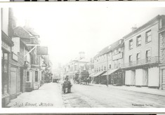 Hitchin's High Street: a 1911 snapshot.