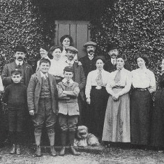 Staff at Northridge Hemel Hempstead, c. 1911 | Hertfordshire Archives and Local Studies, Archives Series Hemel Hempstead