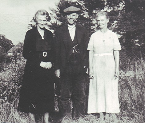 Minnie (Taylor) Tempest (left), the daughter of Arthur and Nellie Taylor | Geoff Webb