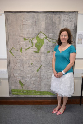 Melanie Ewer with her quilt