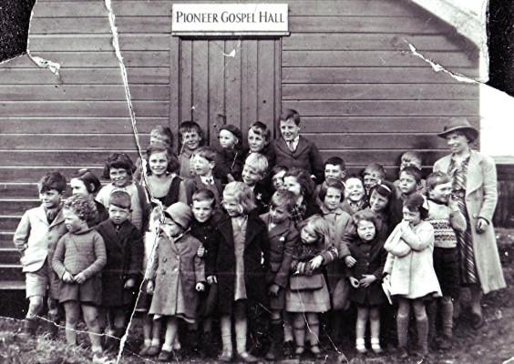 Cyril Vinsen's Sunday School Outing | Geoff Webb