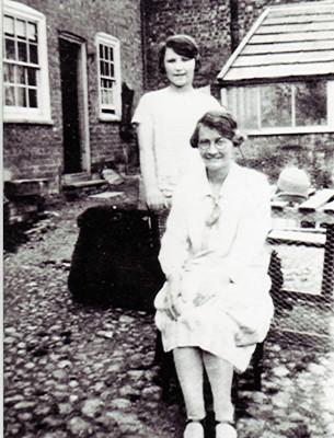 Winifred & Joyce Simpson | Geoff Webb