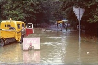 The flooded road | Anon.